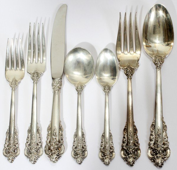 121015: WALLACE 'GRAND BAROQUE' STERLING FLATWARE
