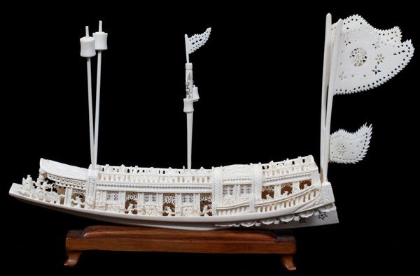 010004: CHINESE CARVED IVORY BOAT, L 12""