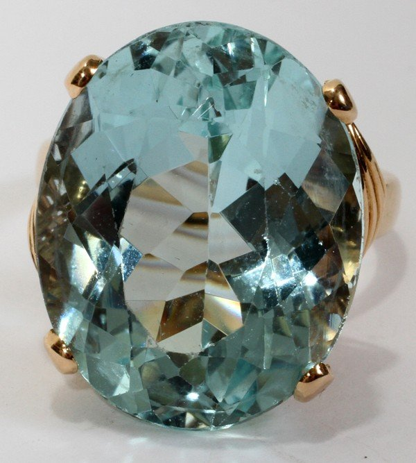010012: 18KT GOLD & 23 CT.AQUAMARINE LADY'S RING