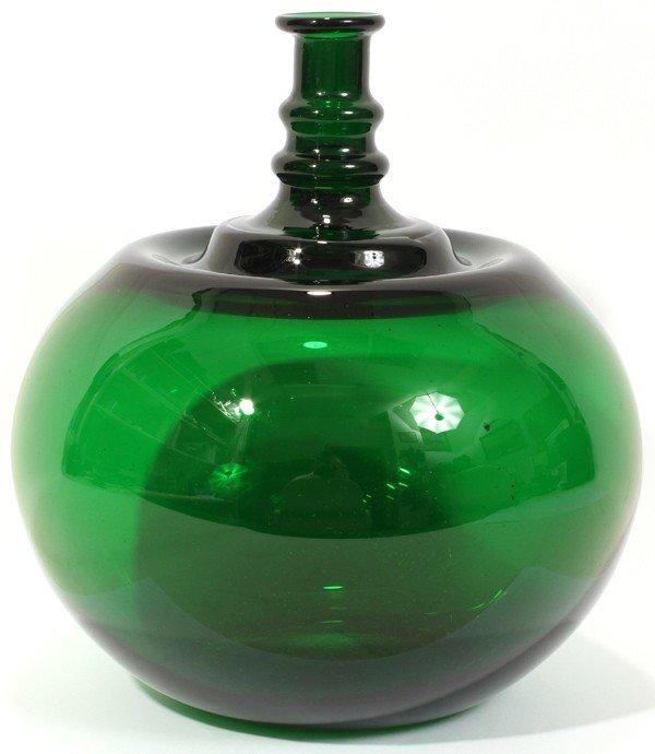 011021: KAJ FRANCK (1911-89) GREEN GLASS VASE, C. 1960