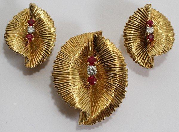012117: TIFFANY & CO. GOLD, DIAMOND & RUBY EARRCLIPS &