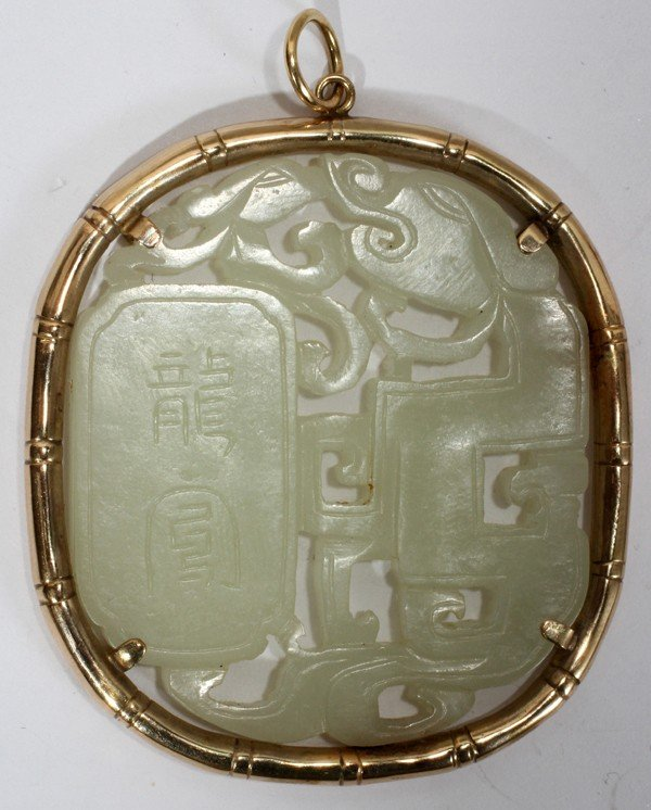 012401: CHINESE CARVED JADE & YELLOW GOLD PENDANT,