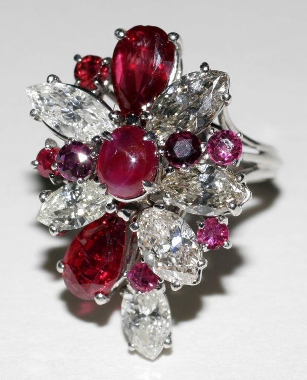090995: DIAMOND & RUBY RING W/ WHITE GOLD SETTING