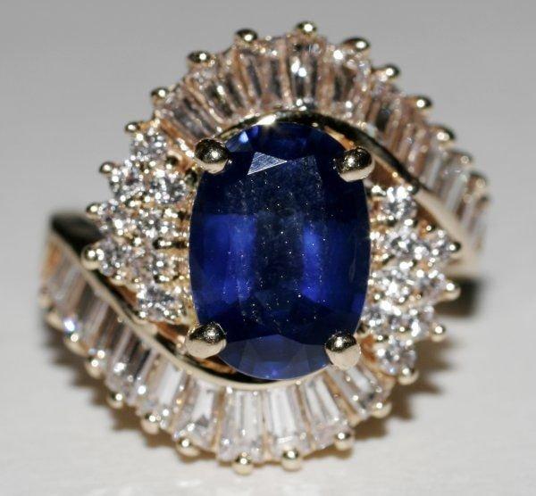 090998: SAPPHIRE, DIAMOND & YELLOW GOLD RING