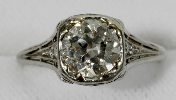 091007: WHITE GOLD & EUROPEAN CUT DIAMOND RING