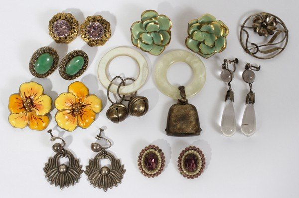 020180: VINTAGE STERLING EARRINGS AND RATTLES, 17 PCS.