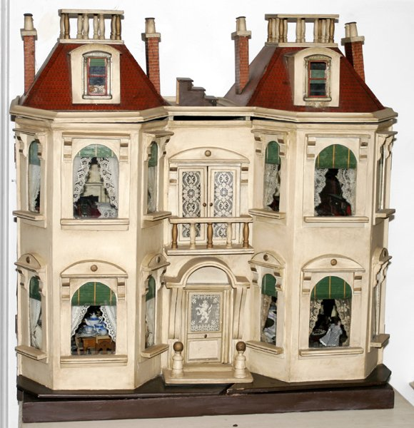 093100: DOLL HOUSE, FULLY FURNISHED & DECORATED