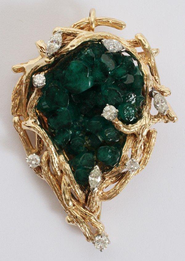 "031001: YELLOW GOLD, EMERALD & DIAMOND BROOCH, L 2 3/4"""