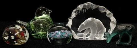 031345 CRYSTAL FIGURES  PAPERWEIGHTS