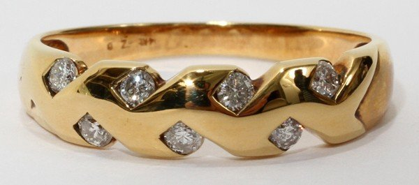 032310: 14 KT YELLOW GOLD AND DIAMOND RING