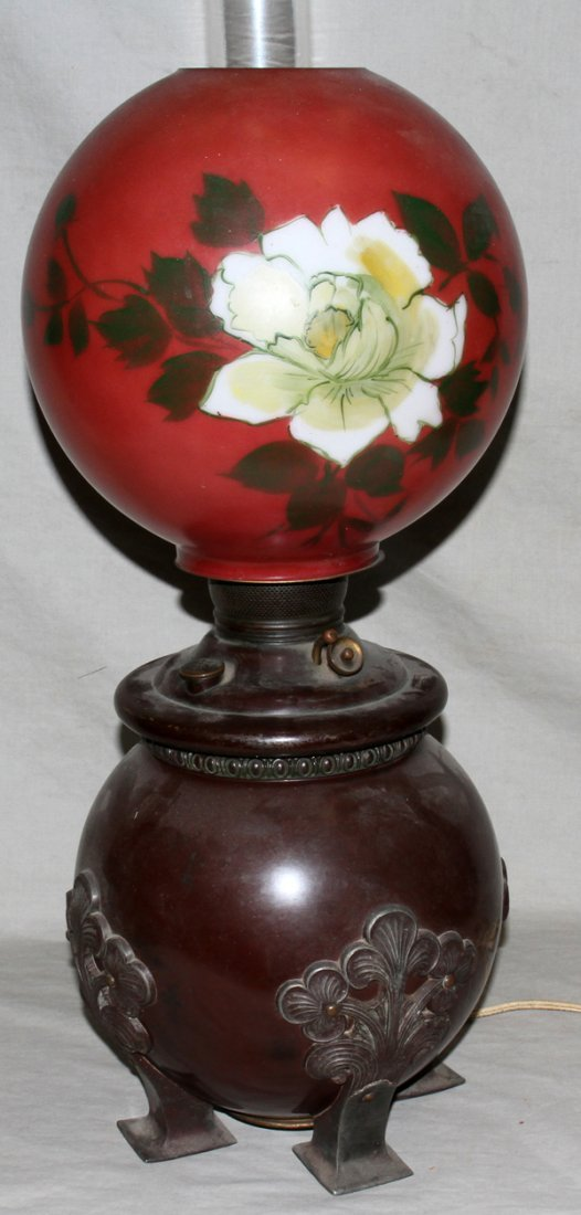 040012: 19TH C OIL LAMP WITH HAND PAINTED GLASS SHADE
