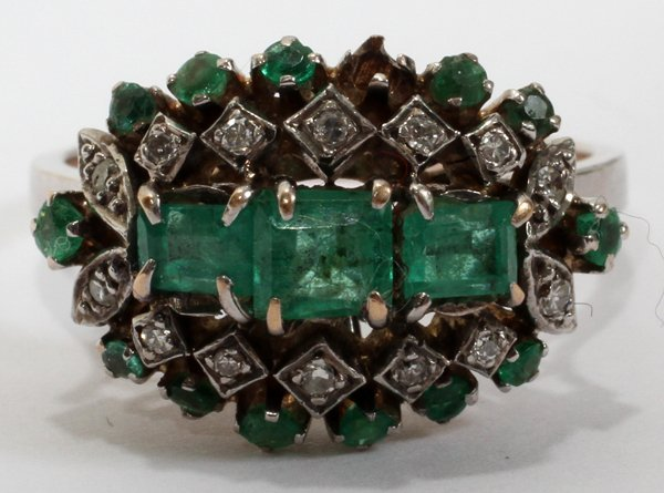 042178: ANTIQUE EMERALD AND DIAMOND GOLD RING