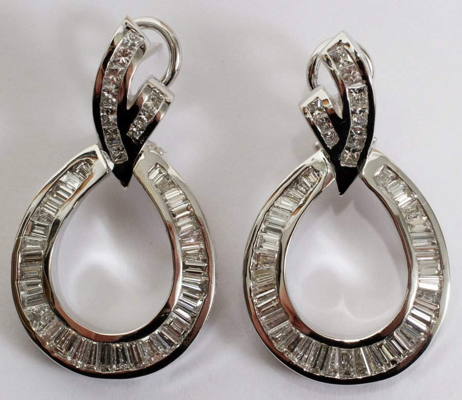 050008: 4.00 CT BAGUETTE DIAMOND DANGLE EARRINGS,