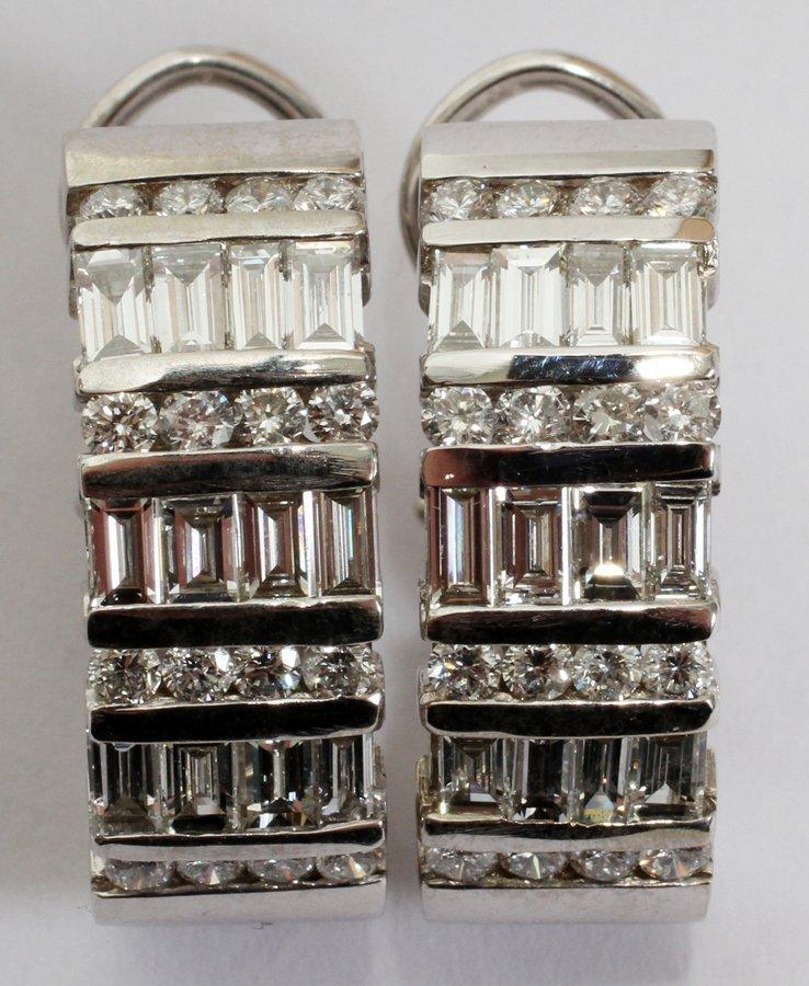 050103: 2.70CT BAGUETTE & ROUND DIAMOND EARRINGS