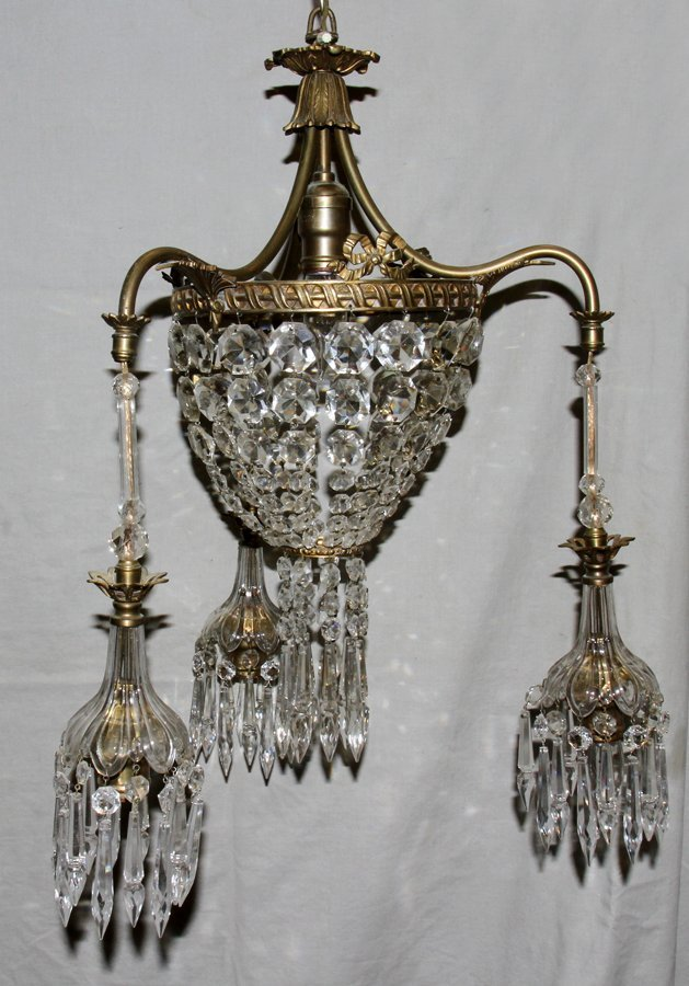 050115: FRENCH STYLE, CHANDELIER, GILT METAL & CRYSTAL