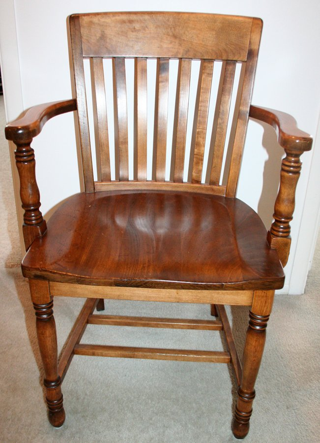 050180: WALNUT JUROR'S CHAIR