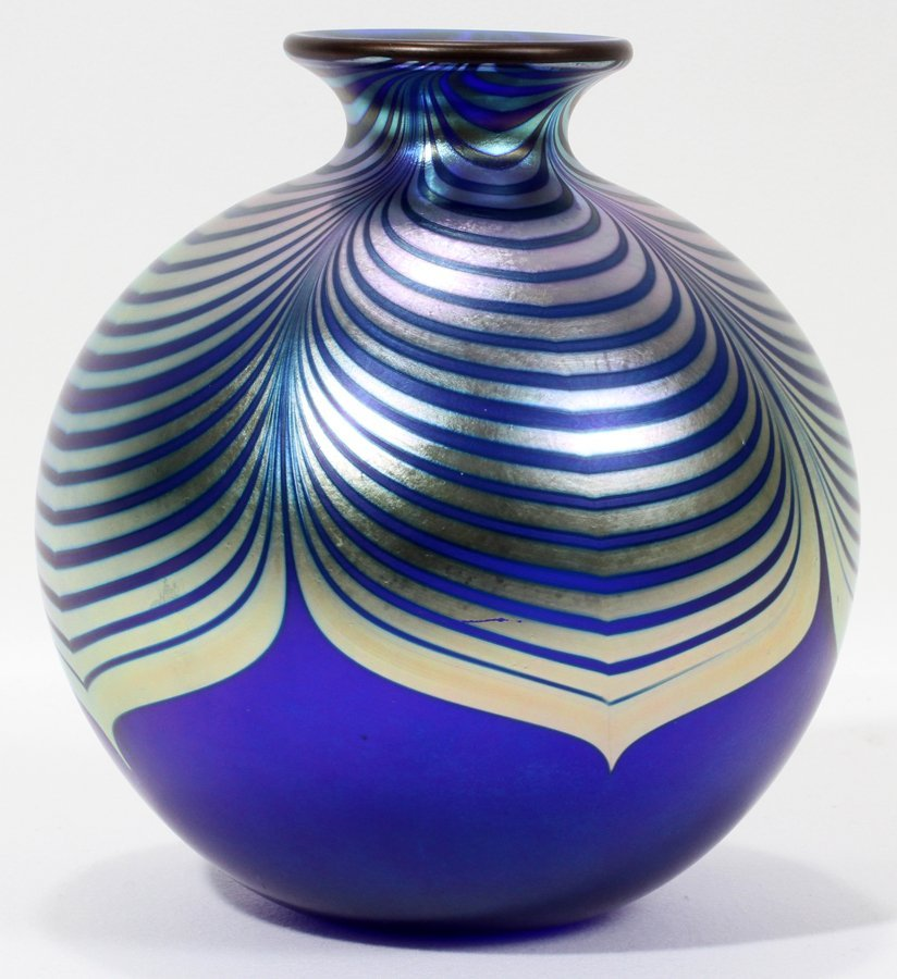 051100: STEVEN CORREIA, STUDIO ART GLASS VASE,
