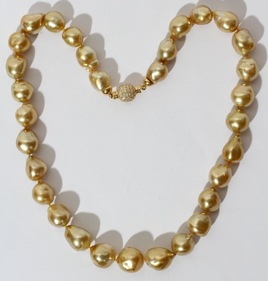 051117: 16.7 X 12.7 MM SOUTH SEA YELLOW PEARL NECKLACE,