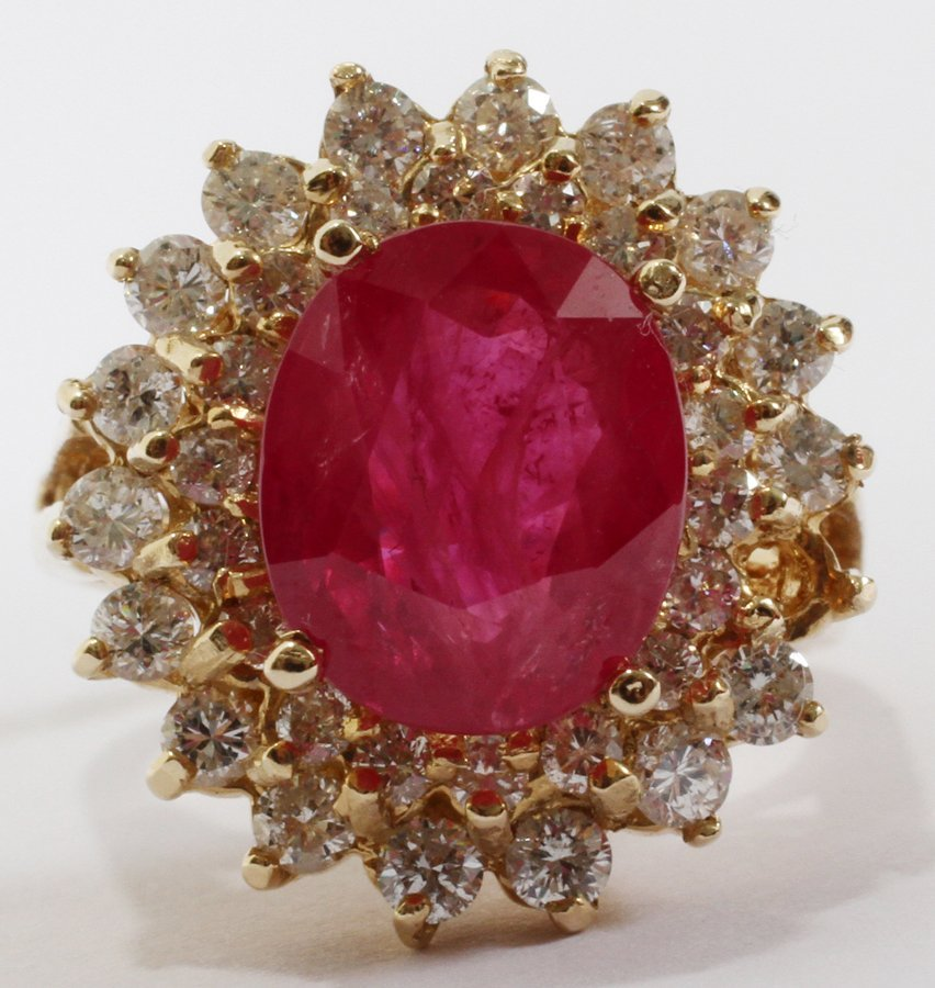 052165: 14 KT YELLOW GOLD, 4.54 CT RUBY & DIAMOND RING