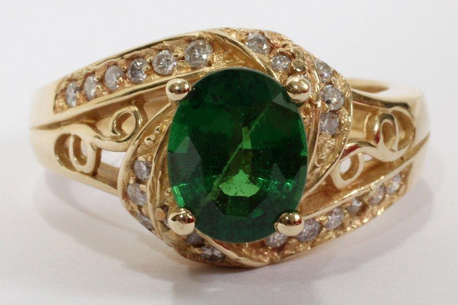 052241: 14 KT YELLOW GOLD, TSAVORITE & DIAMOND RING