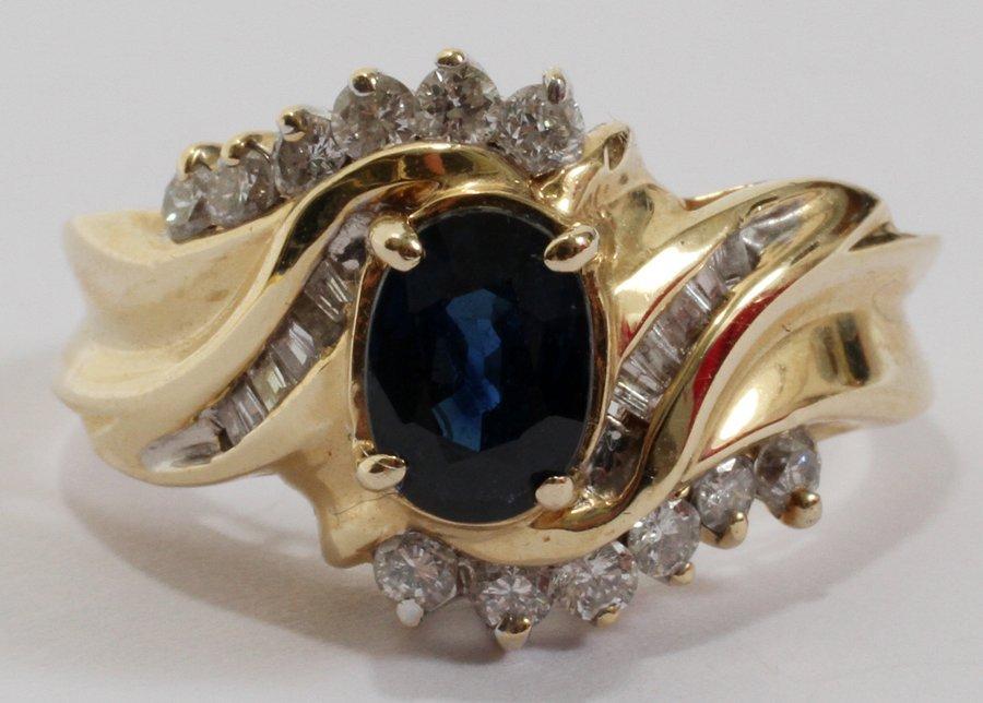 052242: 14 KT YELLOW GOLD, SAPPHIRE & DIAMOND RING