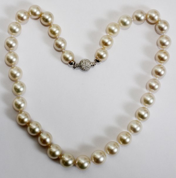 060023: 12.25 - 11.00MM TAHITIAN PEARL NECKLACE