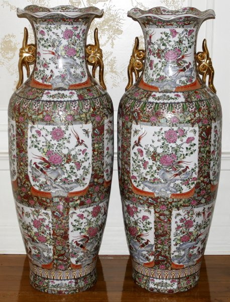 100011: CHINESE ROSE MEDALLION PORCELAIN PALACE URNS