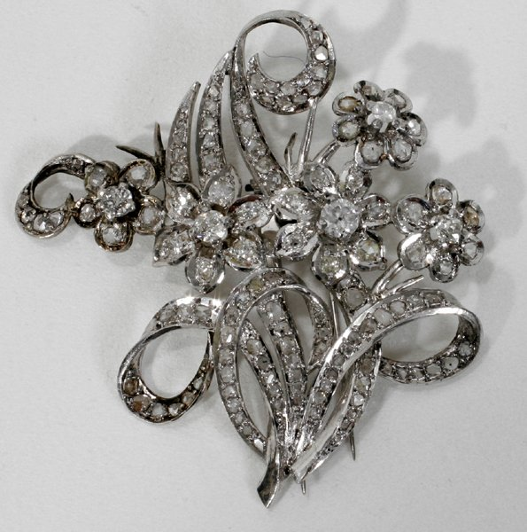 100015: ANTIQUE DIAMOND & PLATINUM BROOCH