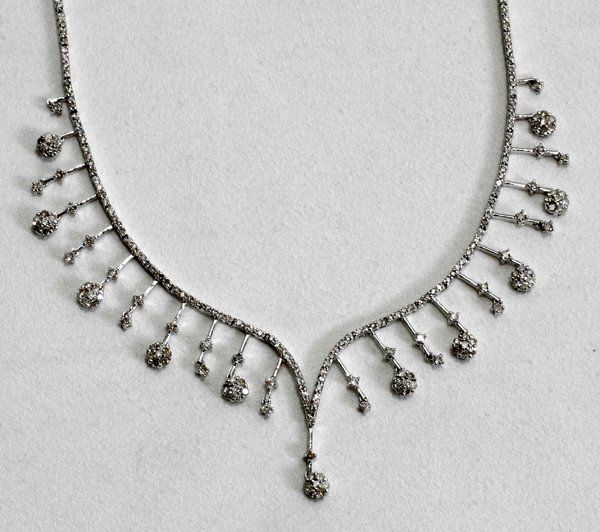 100019: DIAMOND & WHITE GOLD NECKLACE