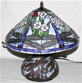 100049: TIFFANY STYLE ART GLASS 'DRAGONFLY' TABLE LAMP