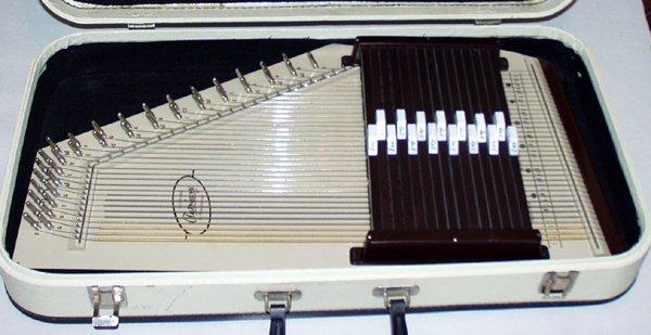 100396: SILVERTONE AUTOHARP BY OSCAR SCHMIDT