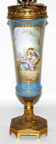 101023: SEVRES, FRENCH PORCELAIN URN AS A TABLE LAMP