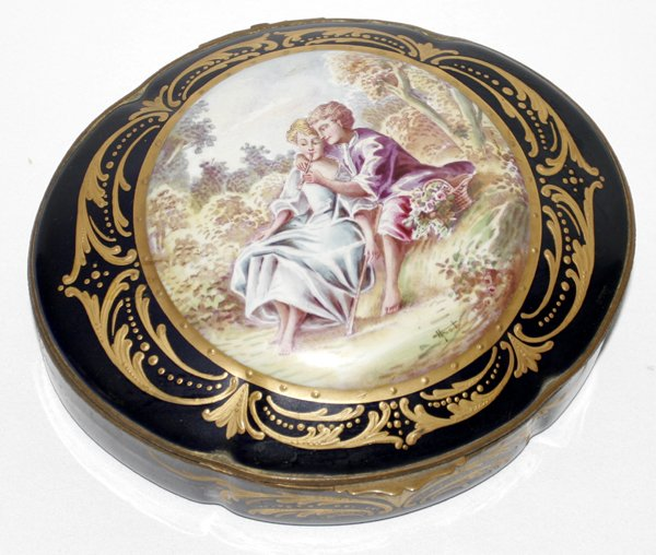 101024: SEVRES PORCELAIN COVERED JEWELRY BOX