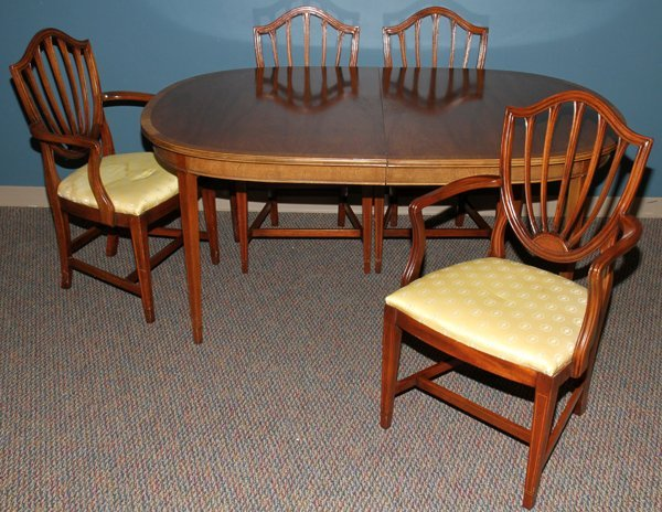 """080008: MAHOGANY DINING TABLE & CHAIRS (4), H 29"""","""