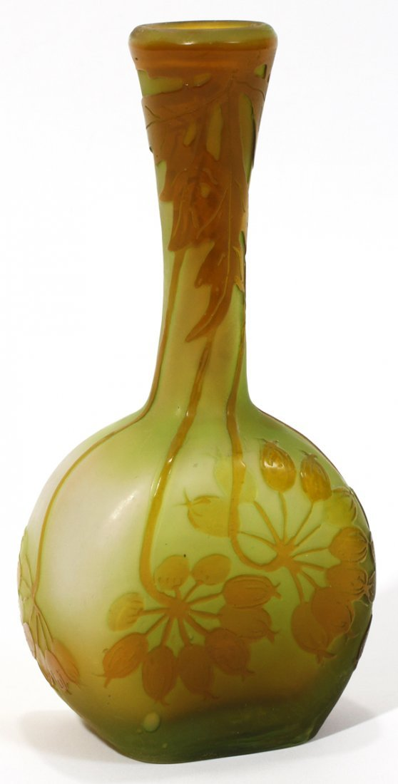 081012: GALLE CAMEO GLASS BUD VASE, C. 1925