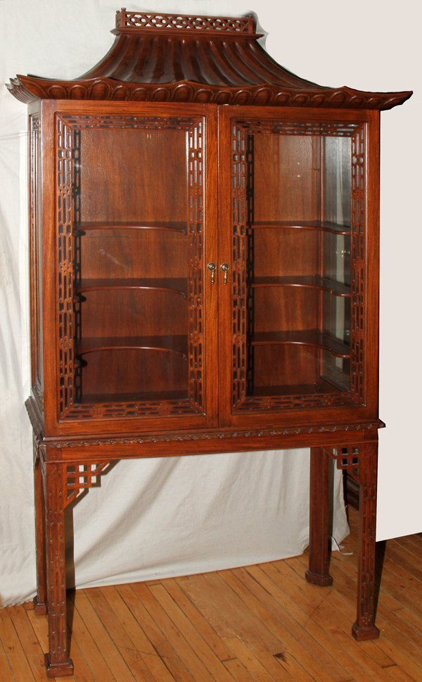 100025: CONTEMP CHINESE CHIPPENDALE DISPLAY CABINET,