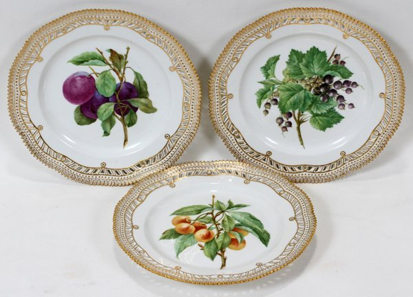 111014: ROYAL COPENHAGEN 'FLORA DANICA' PLATES, THREE,