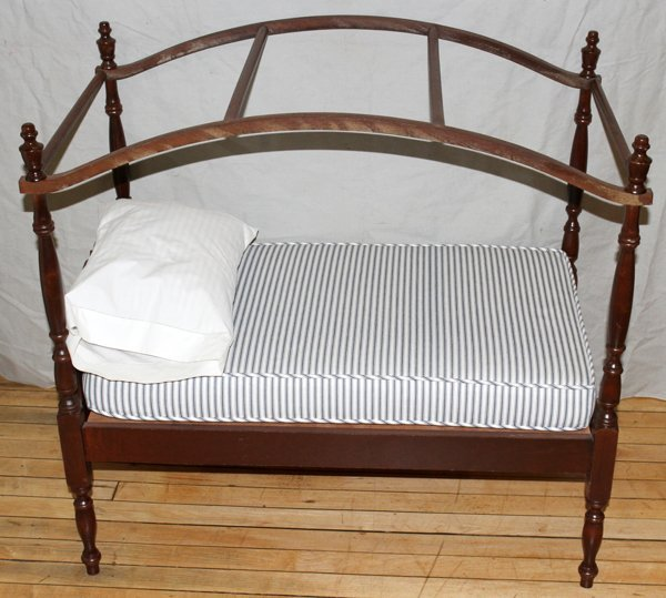 112500: ANTIQUE STYLE MAHOGANY CANOPY DOLL'S BED