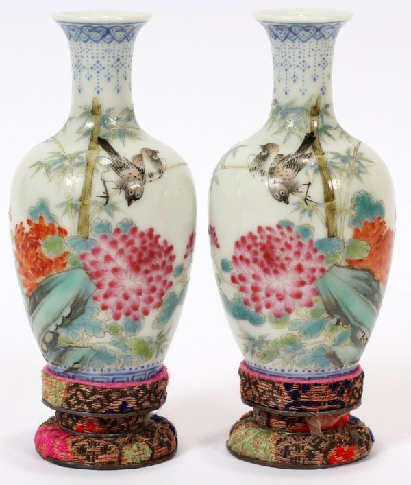 122300: CHINESE PORCELAIN MINIATURE VASES, PAIR