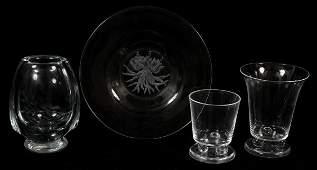 122443 STEUBEN GLASS VASE  ETCHED PLATE H 5 DIA 8