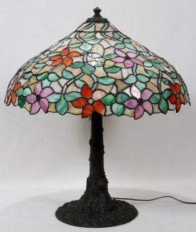 "010013: LEADED GLASS TABLE LAMP, H 28"", DIA 24"""