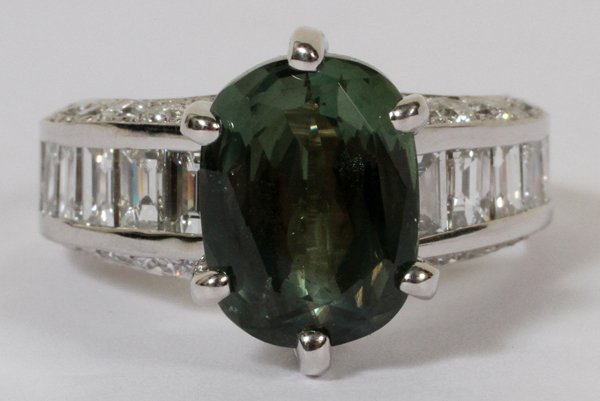 010019: 5CT NATURAL CHRYSOBERYL & 2CT DIAMOND RING