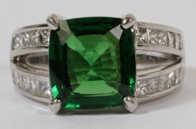 010024: 4.39CT NATURAL TSAVORITE & 1.80CT DIAMOND RING