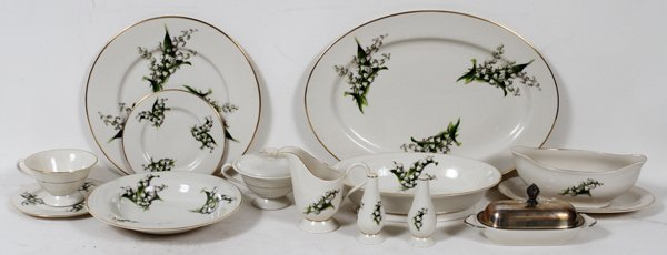 FINE ARTS CHINA 'LILY OF THE VALLEY' DINNER SET