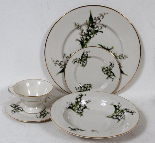 FINE ARTS CHINA 'LILY OF THE VALLEY' DINNER SET - 2