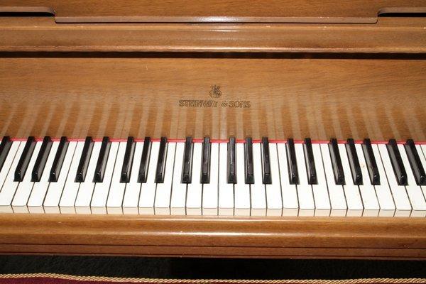 STEINWAY MAHOGANY BABY GRAND PIANO, C. 1934 - 5
