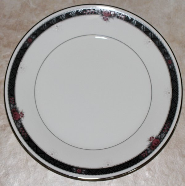 NORITAKE IVORY CHINA ETIENNE DINNER SET, FOR 12