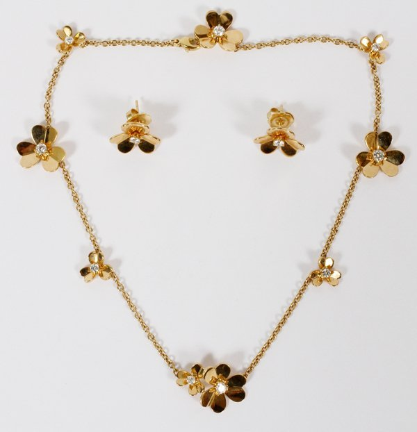 18KT GOLD AND DIAMOND EARRINGS & NECKLACE FLOWER