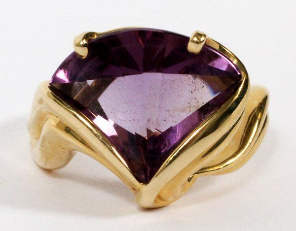 14KT YELLOW GOLD & AMETHYST RING