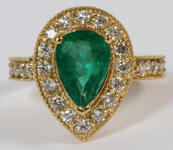 YELLOW GOLD, NATURAL EMERALD & DIAMONDS RING